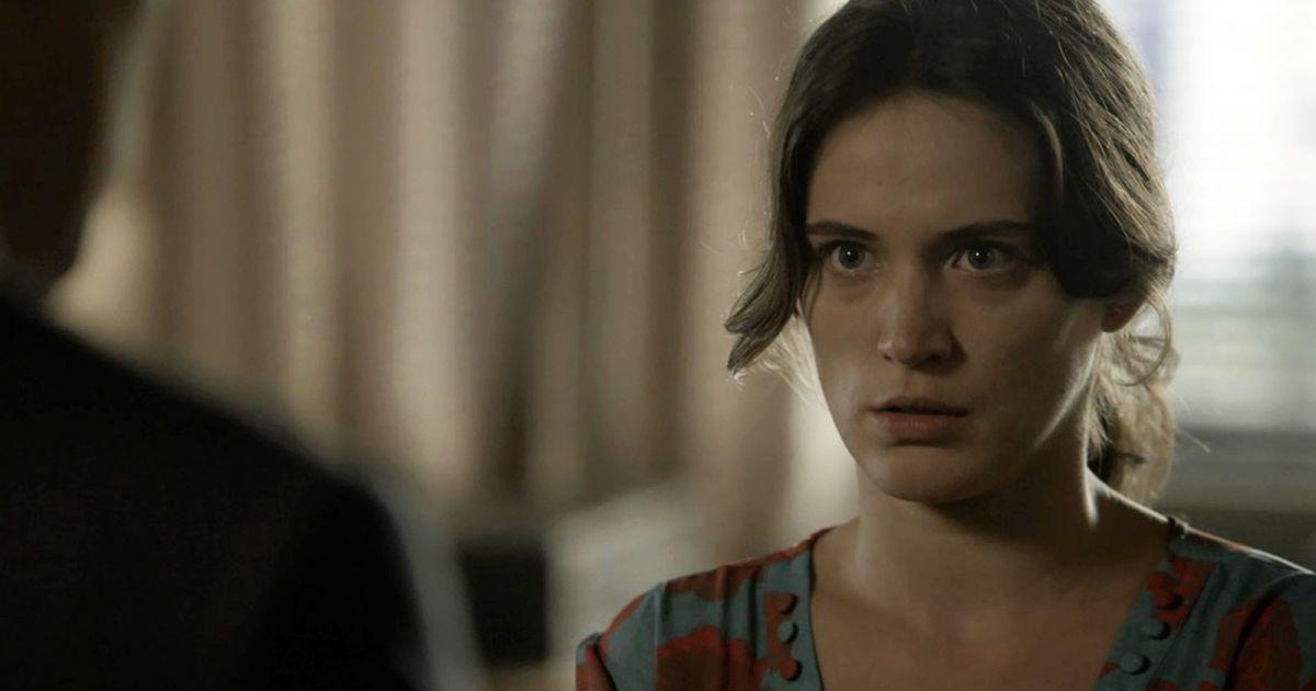 Lado. Foto do site da Pure Break que mostra Novela O Outro Lado do Paraíso: Clara (Bianca Bin) denuncia Sophia e vilã é presa!