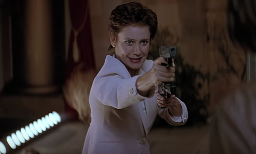 RT @McJesse: EVERY SINGLE screengrab of Laurie Metcalf at end of Scream 2 is iconic. https://t.co/lk2Ky2Oo9e