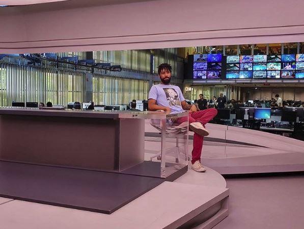 Video. Foto do site da BN Holofote que mostra Responsável por vazar vídeo racista de Waack tira foto na bancada do Jornal da Globo