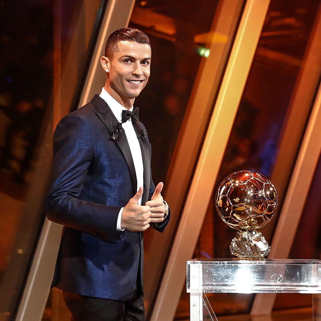 ����⚽ #CRI5TIANO ¡Felicidades a @Cristiano Ronaldo por ganar su quinto Balón de Oro! https://t.co/CEiZOdUOKS