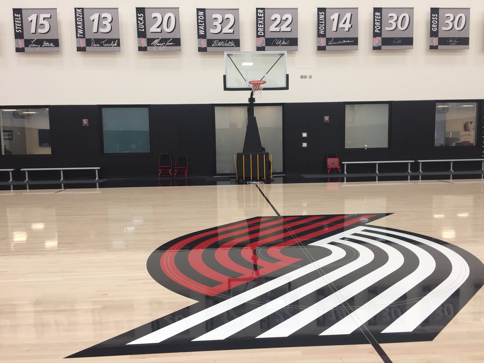 Live from Portland practice with the @trailblazers... 13-11, 5th place in the West! #TrailBlazersAllAccess #RipCity https://t.co/7JnEaOF1y4