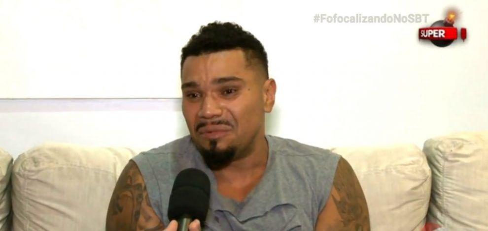 Naldo. Foto do site da BN Holofote que mostra Na TV, Naldo chora e diz ter se arrependido de agredir esposa: 'Amo minha mulher'