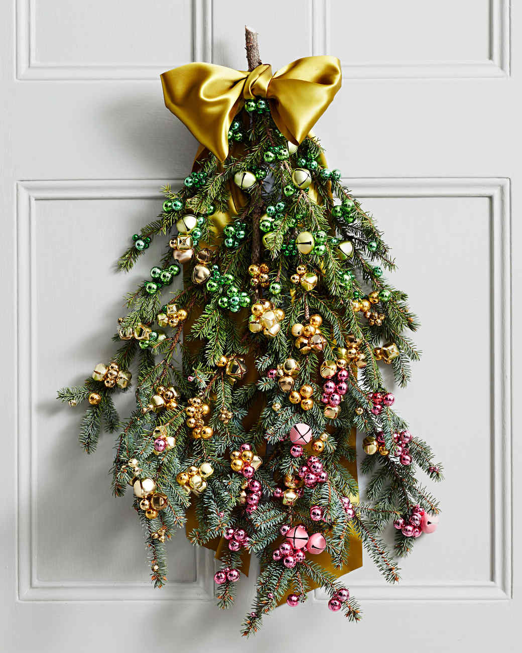 Turn extra greenery into a beautiful piece of jingling ombre decor! https://t.co/cOA7BZS3NF https://t.co/df8LomgyRJ