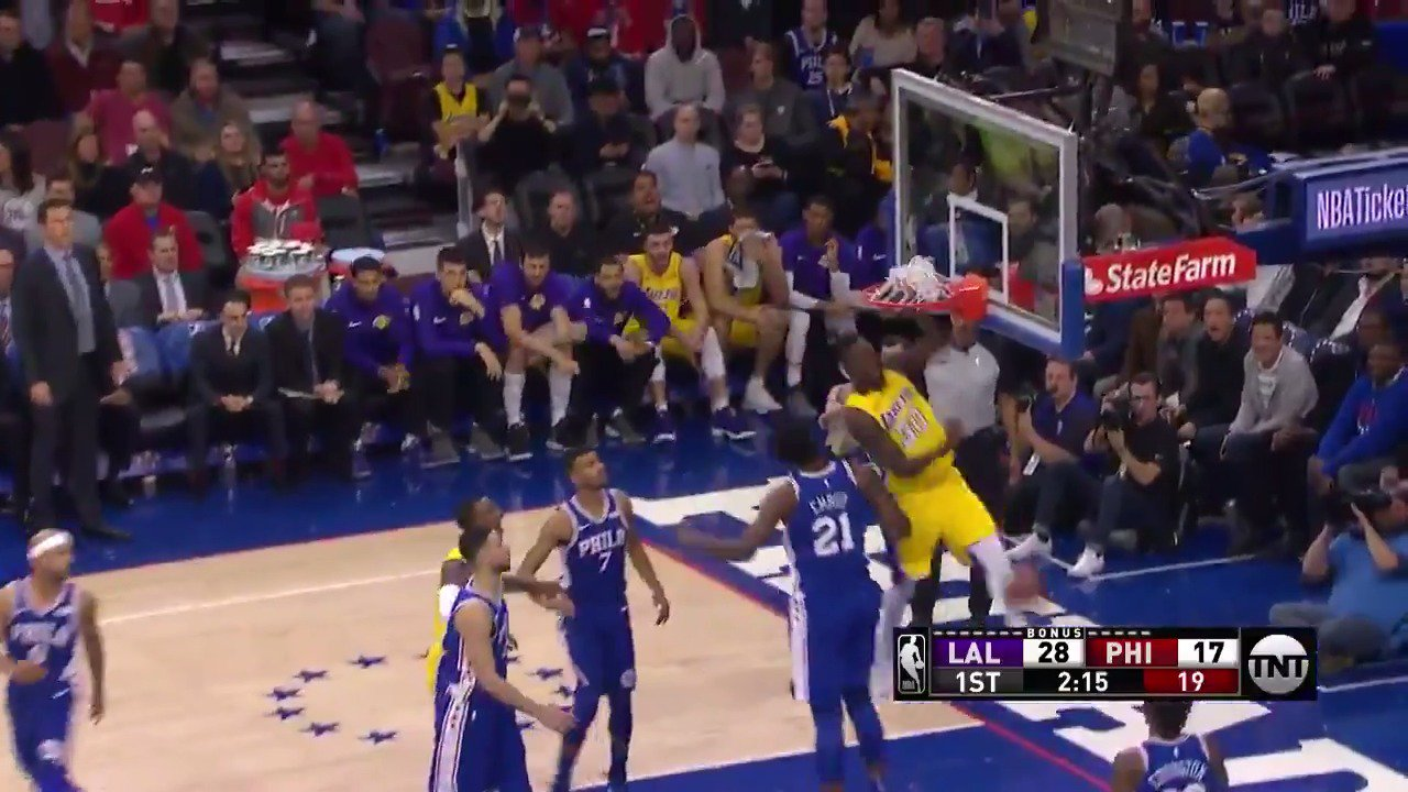 Julius Randle goes for power on the throw down!  He has 6 PTS off the bench for the @Lakers. https://t.co/fK3LfP176N