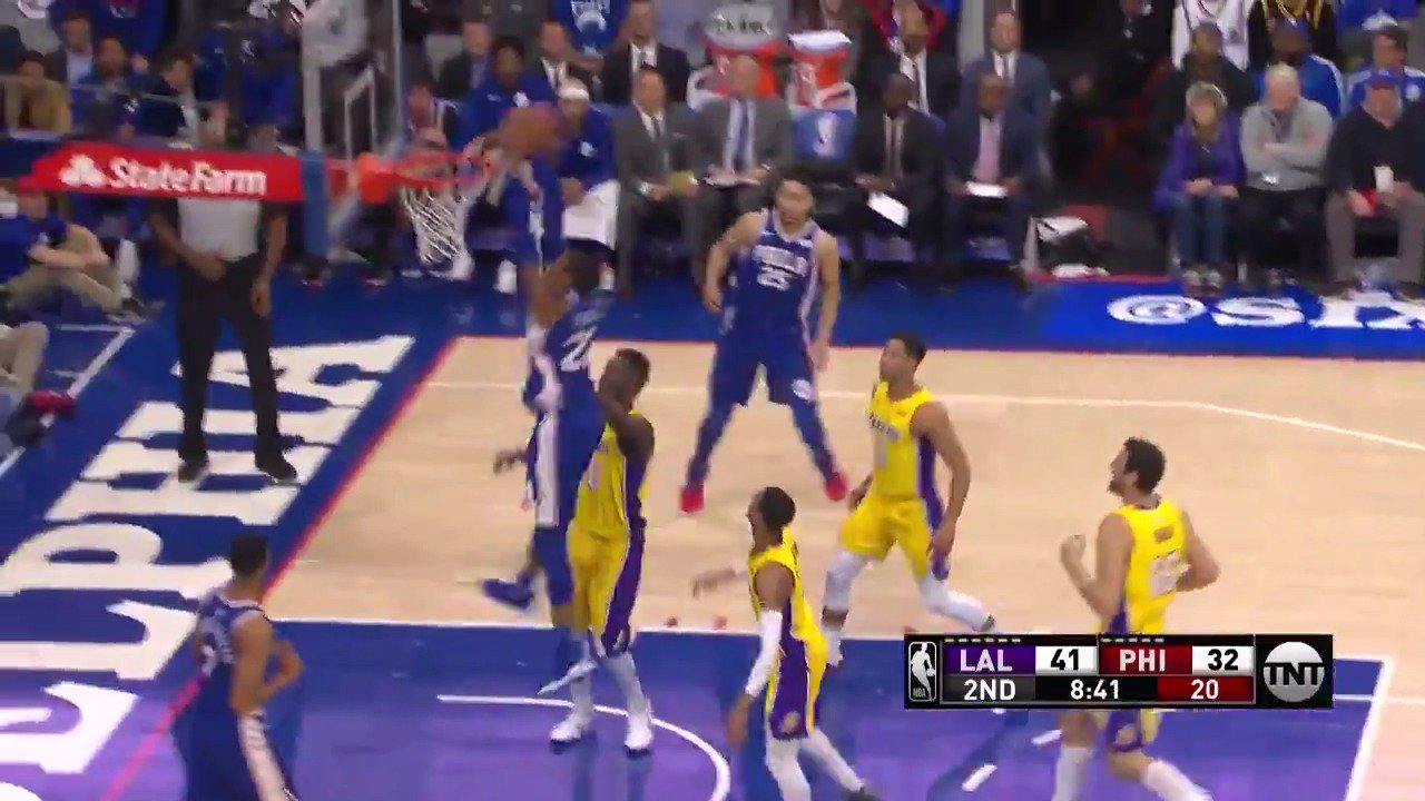 Embiid block➡️Simmons behind the back drop-off➡️Richaun Holmes jam!  #HereTheyCome https://t.co/awcEERf8JF
