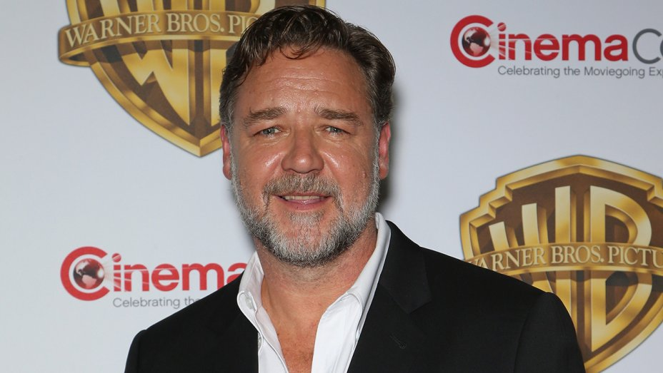 Russell Crowe apologizes for awkward sodomy joke during Aussie awards show