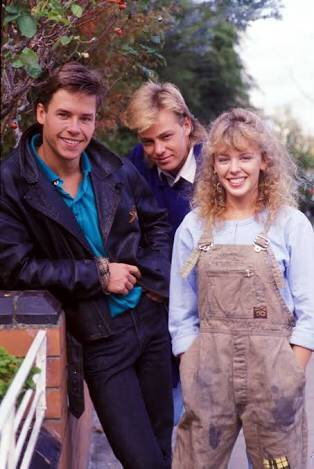 #fbf ???? Neighbours .... everybody needs good .... (now you sing) @jdonofficial @TheGuyPearce https://t.co/UWW9ogMtCc