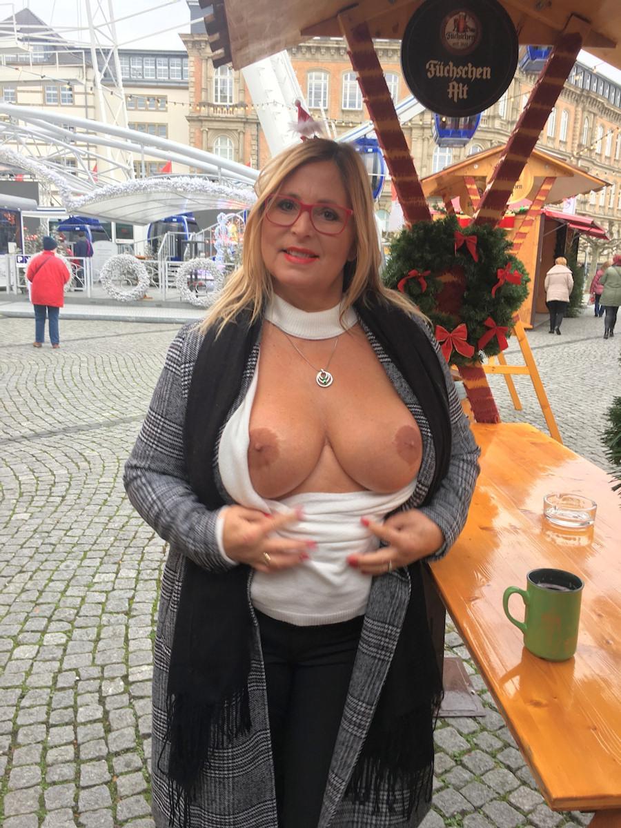 This week at the Christmas-fair in Düsseldorf. Love to Flash my boobs. WeCHUzPu5f
