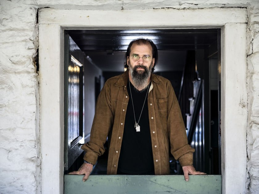 New Steve Earle album a mix of country, rock