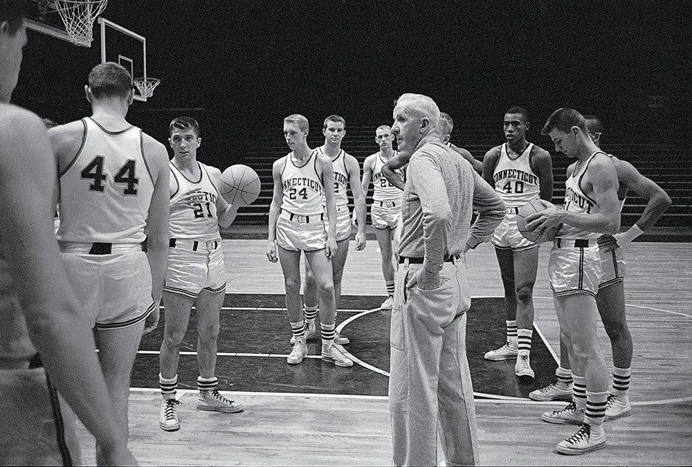 Scenes from a Oct. 1959 @UConnMBB practice. https://t.co/wSWPZ6UvOj