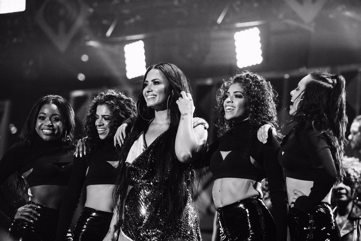 SO excited for #Z100Jingleball tonight!! Tune-in to @Z100NewYork to listen to the show live ???????? https://t.co/e0DLPwUKvv
