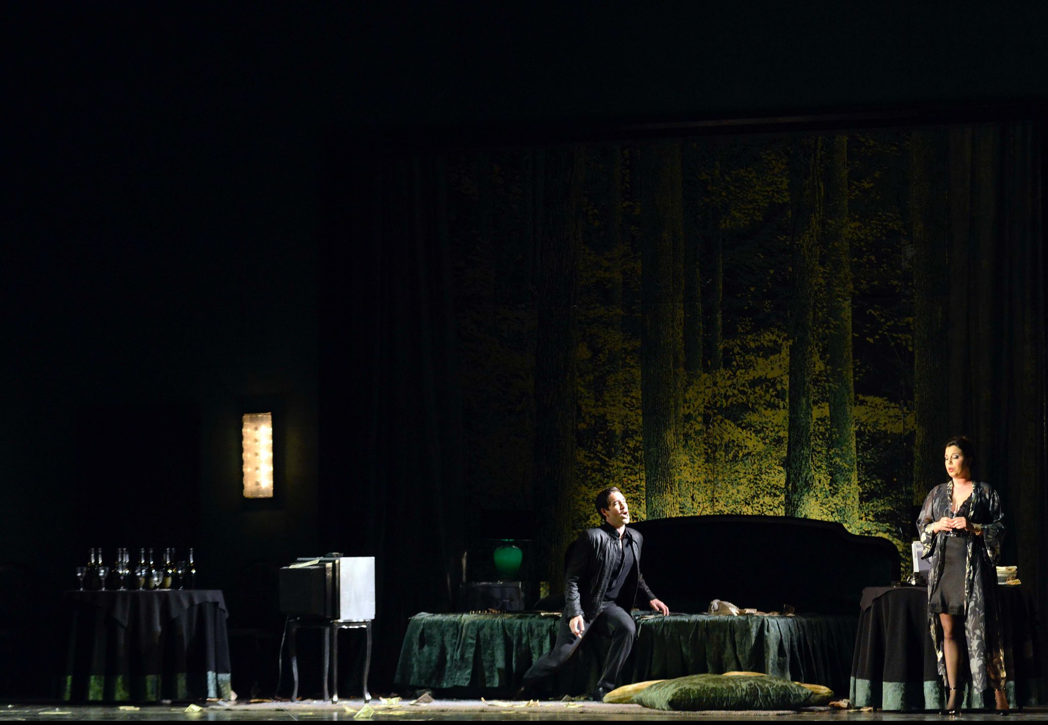 🎭 Good morning, everyone and welcome to La Fenice Opera House! Double perforformance awaits you, guys, today. On the afternoon at 3.30 #LaTraviata and on this night at 8 a Commedia dell'arte play 'I Duellanti' at Sale Apollinee 🙌🏻 https://t.co/WmUwagqhi4