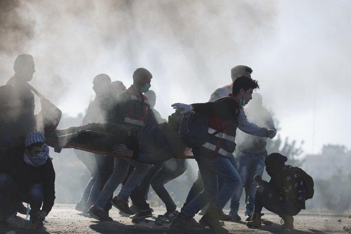 @BroadcastImagem: Palestinos e israelenses entram em confronto na cidade de Belém, após anúncio de Trump. Nasser Shiyoukhi/AP