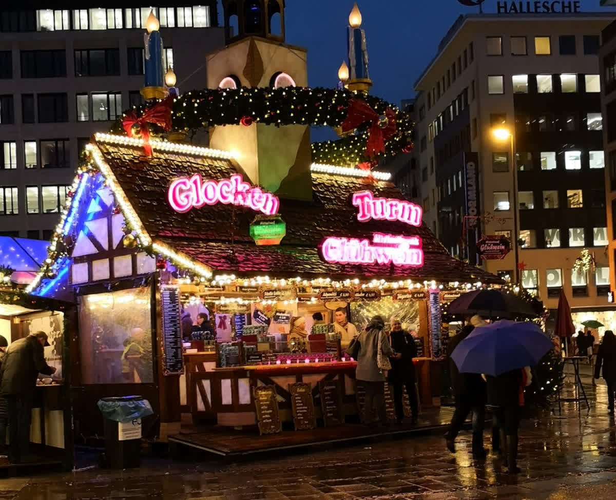 Eat, drink and be merry at Frankfurt's festive Christmas market!
