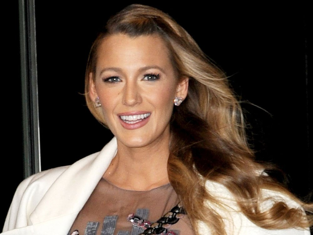 Blake Lively Just Debuted A Brunette Pixie Crop, And It Actually Suits Her