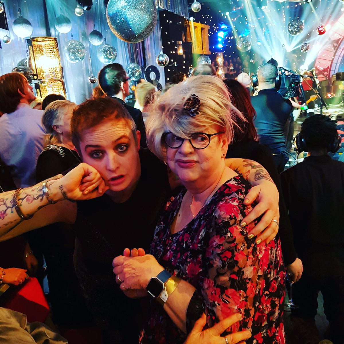 @iamjobrand #hootenanny #smashed #wig #nye https://t.co/oxCBq0W0Up