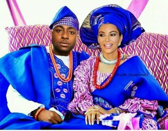 Davido Strikes A Pose With Kim Kardashian In Traditional Outfit! https://t.co/yvgi0RwYOd https://t.co/RAqqgRP4I2