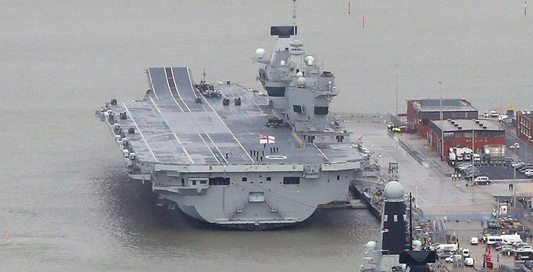 RT @alistaircoleman: The stern of HMS Queen Elizabeth looks like a really sad kitten in the bath https://t.co/Q77PIYr1YB