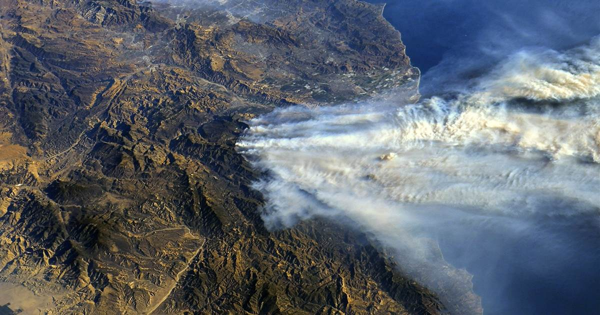 Astronaut's photos from space show California wildfires' vast scale via @NBCNewsMACH