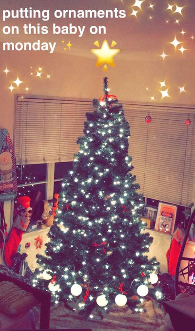 🎄✨❤️ since the tree got here early, I've moved our decorating night to Monday ☺️❤️✨ see ya toots then