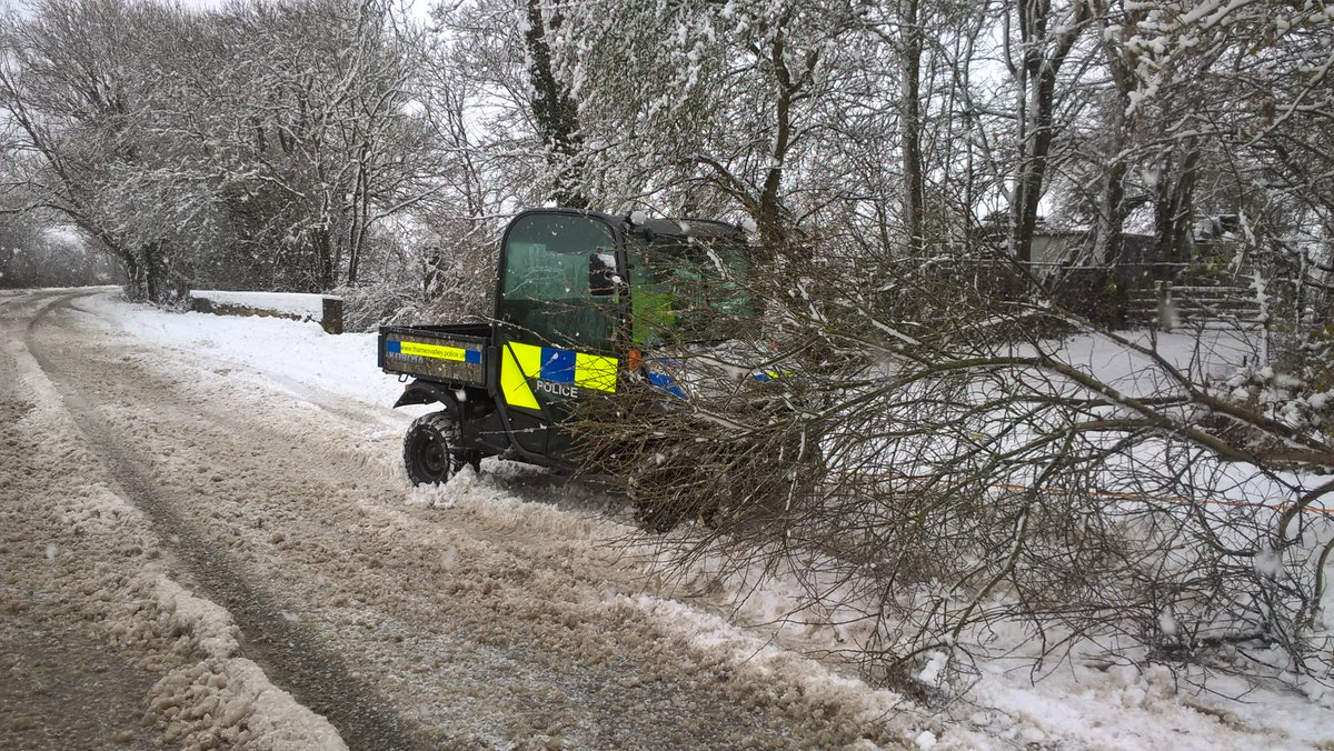 test Twitter Media - RT @TVP_WestOxon: #C8155 the NHT out in All weather Bert towing a tree 🎄 out of the road in Bampton https://t.co/NN3hocCGye