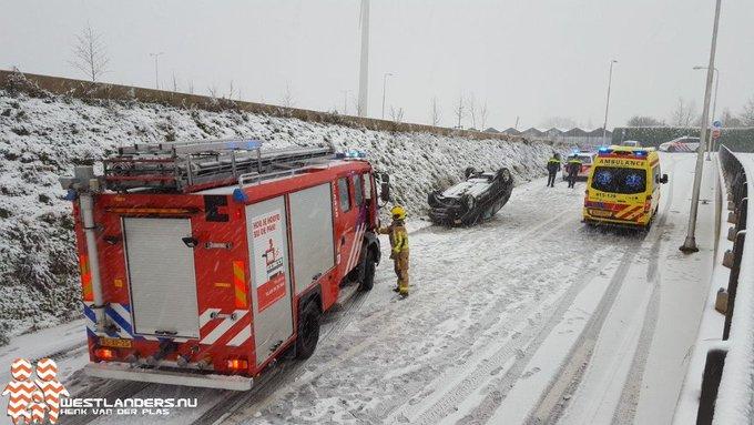 Gewonde bij eenzijdig ongeval viaduct Galgeweg https://t.co/nedIeuS5RE https://t.co/5bpxAi4DVb