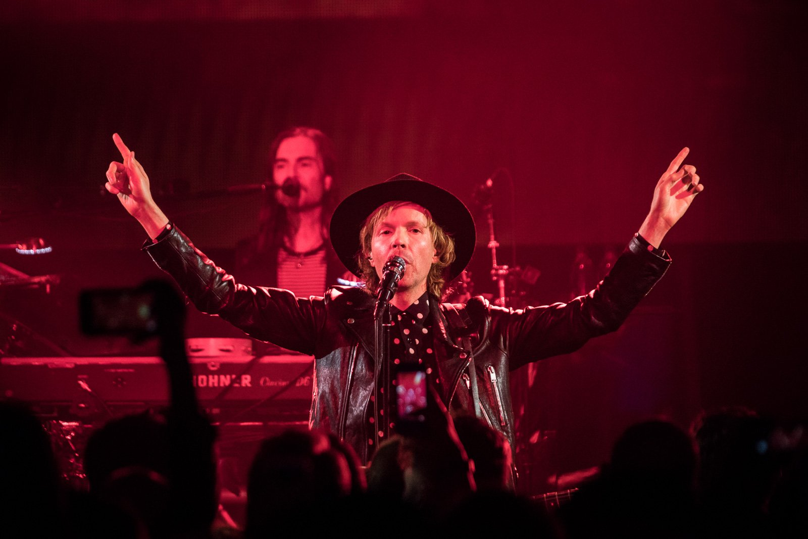 Beck brought the hits at intimate Spring Studios show (pics, video setlist) https://t.co/8WT1BPIMD3 https://t.co/pbUMmQobvX