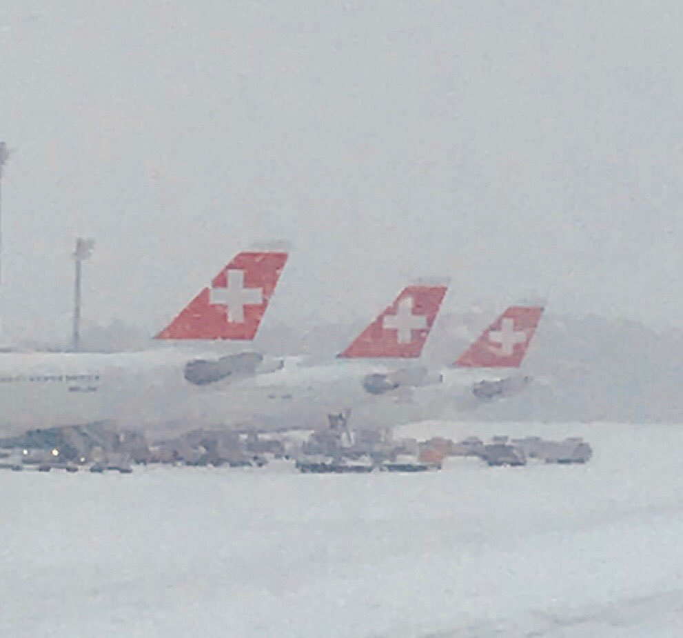 Snowing in Zurich , best place for a layover !!! https://t.co/2714a7x2MQ