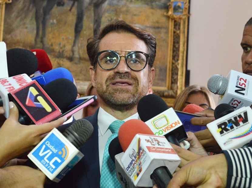 ¡Ay, Nicolás! Rafael Lacava ahora no descarta ser candidato presidencial https://t.co/xEWLpC2lcA  https://t.co/FLygR3036P