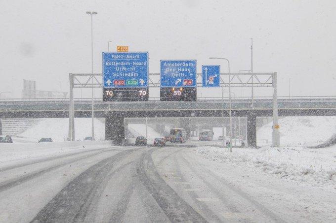 Sneeuwval zorgt voor plezier en overlast in regio Rotterdam https://t.co/QAd4MMFo1f https://t.co/ev3Pxp1WhL