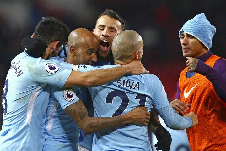 @BroadcastImagem: Manchester City vence United fora de casa e abre 11 pontos de vantagem no Inglês. Dave Thompson/AP