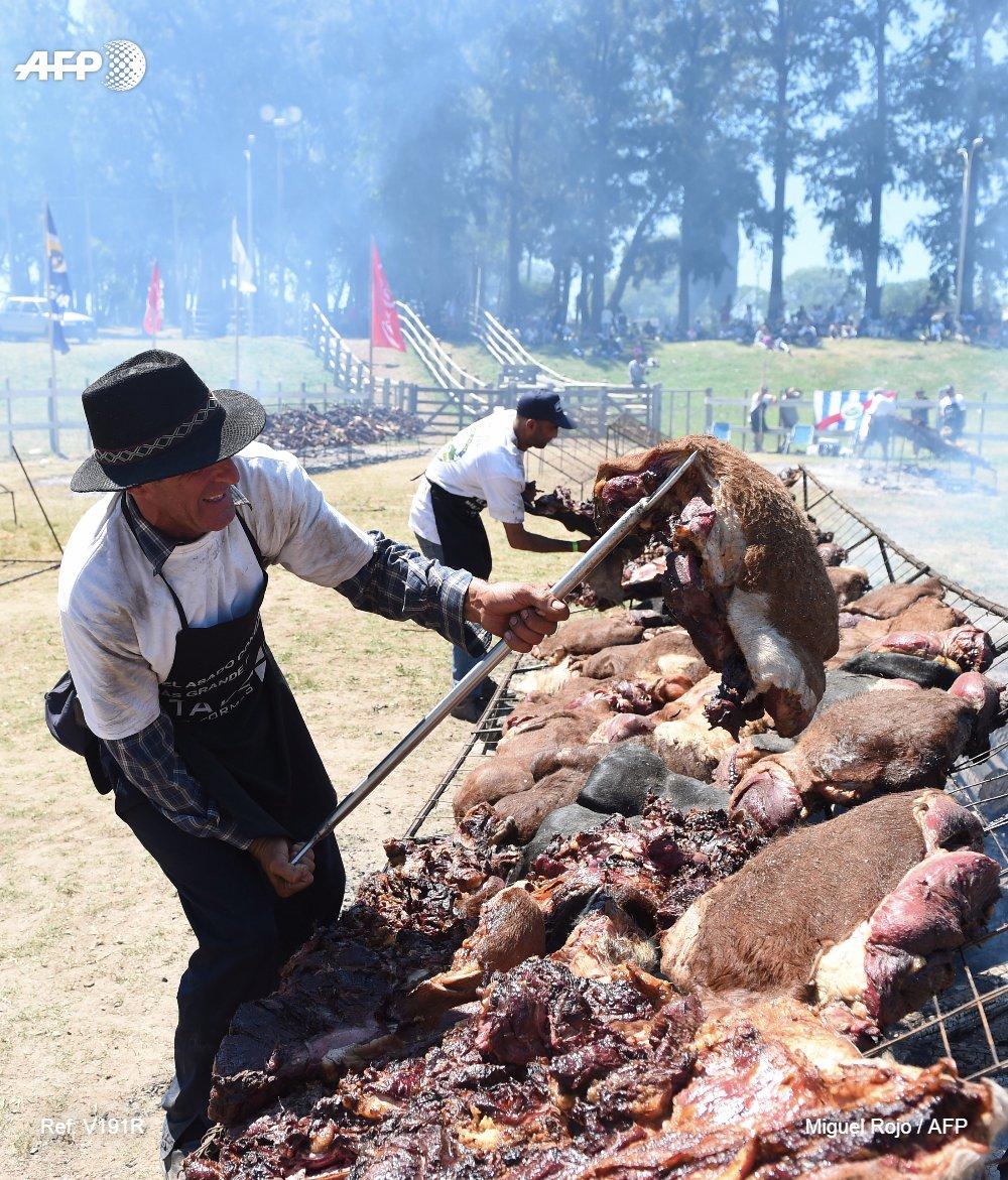 Uruguay bate el récord Guinness del asado más grande del mundo