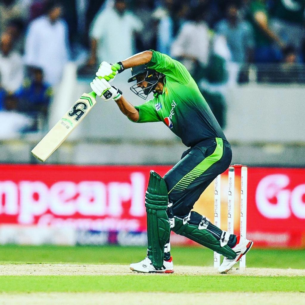 #NewProfilePic #ShoaibMalik https://t.co/uqBii8xXKH
