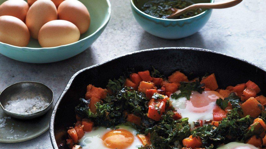 Squash Hash with Kale and Baked Eggs https://t.co/B5uwz9B75W https://t.co/cuBubqBATx