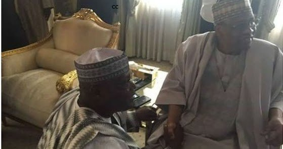 Photo Of Former VP Atiku Abubakar Kneeling Down To Greet Former President Ibrahim Babangida https://t.co/5ImChSOVp6 https://t.co/hYXOrYB6Ps