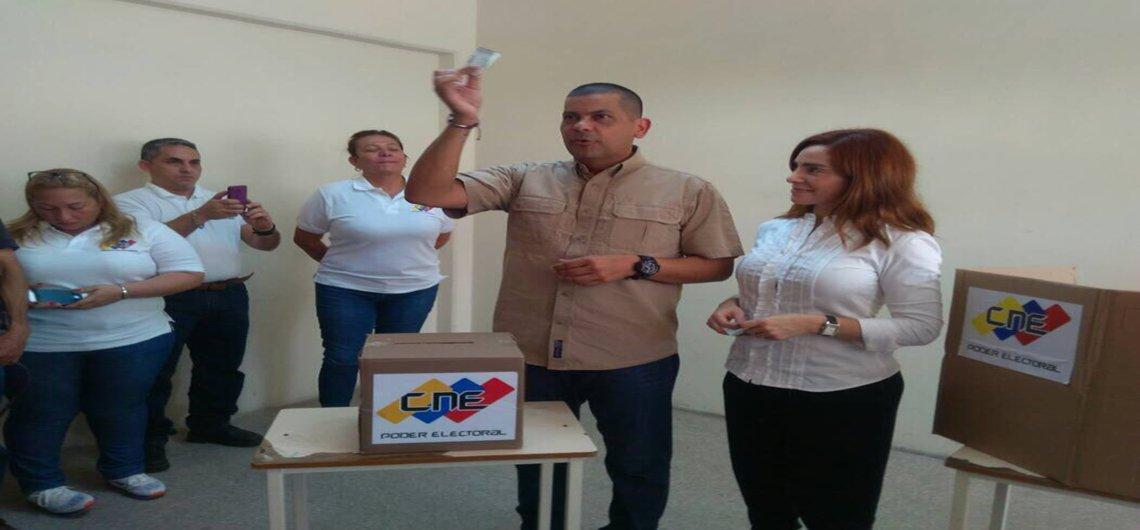RT @UNoticias: #UltimasNoticias #11DIc Omar Prieto es el nuevo gobernador del estado Zulia https://t.co/2WmcU5s7IX https://t.co/NeE6o8AnGu