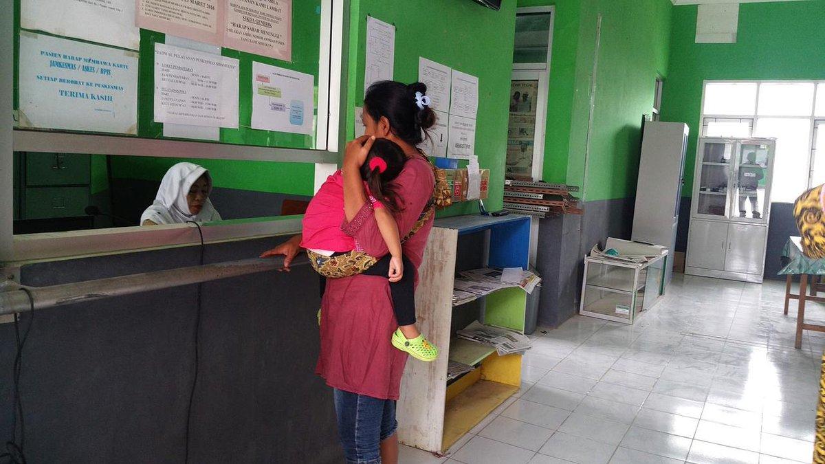 Ibu Jalan Kaki 1,5 Km, Ditolak Puskesmas, Bayinya Meninggal https://t.co/fYtm8pZQKJ https://t.co/EJlGV5DpJd