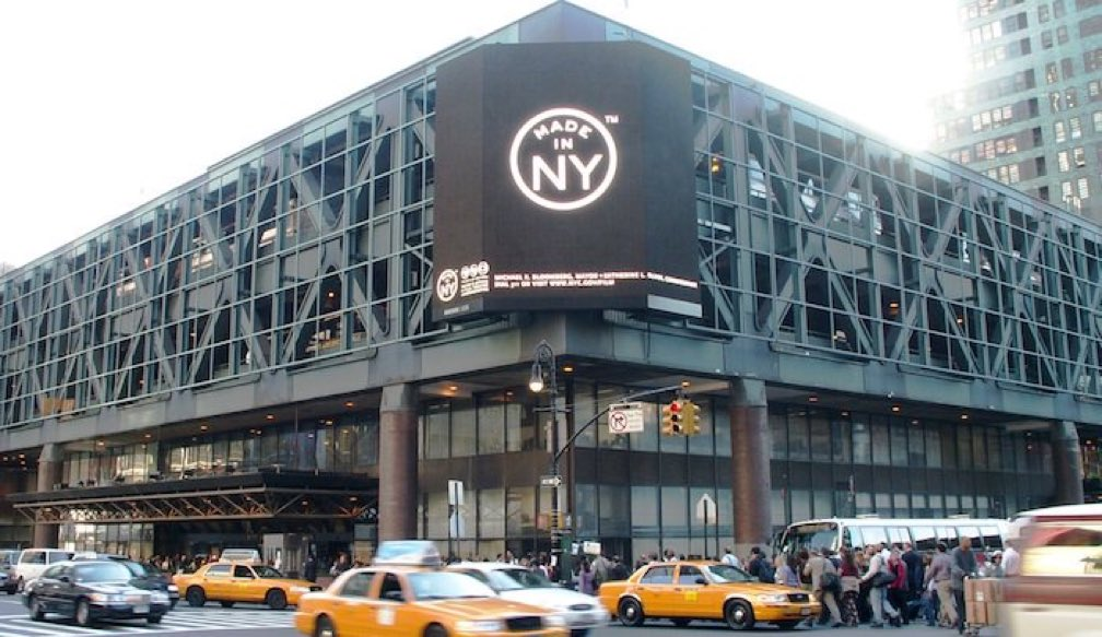 Explosion reported at the New York Port Authority! https://t.co/51NFYyhT0O