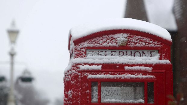 Heavy snow disrupts schools, travel in UK, Europe