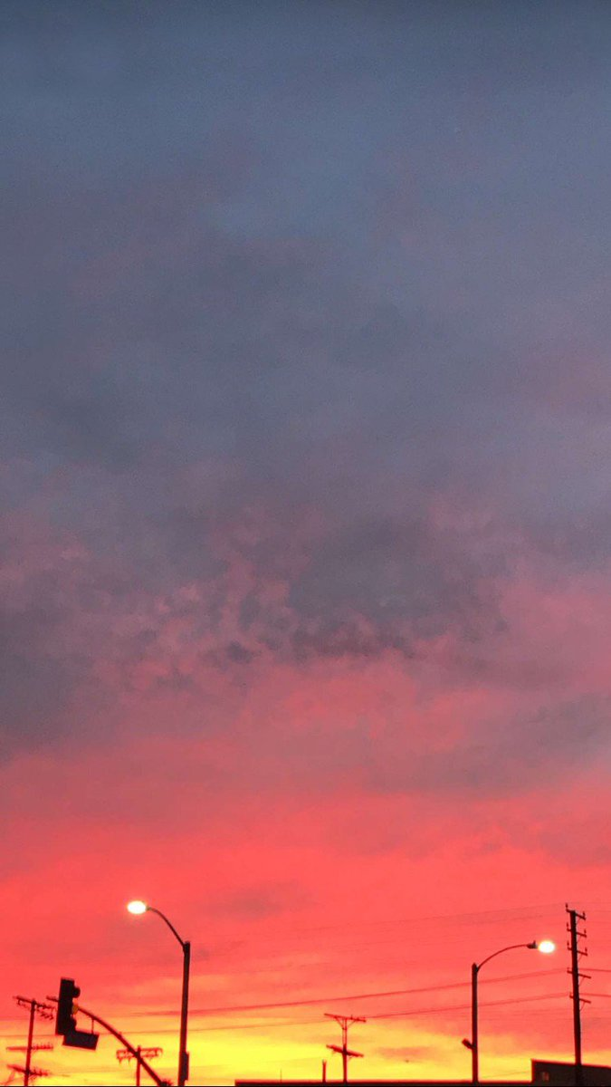 Look at the red, red changes in the sky.. https://t.co/Yt4Jvwqj4H