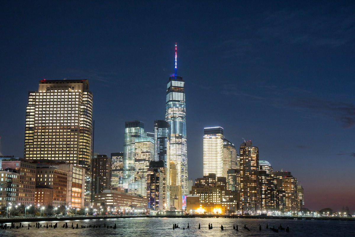 RT @maximusupinNYc: One World Trade shines in Red White and Blue tonight! 🇺🇸 #NYCStrong https://t.co/Ov6UMXNAPn