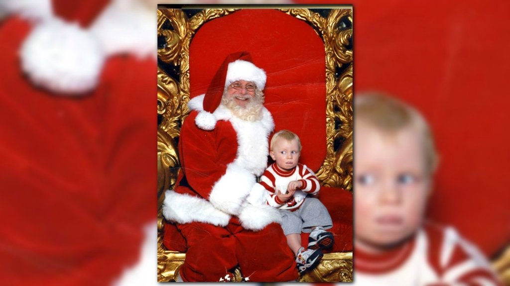 RT @KING5Seattle: Toddler signals 'help' in sign language while sitting on Santa's lap https://t.co/09eiVVlcQC https://t.co/EvSqWTxquj