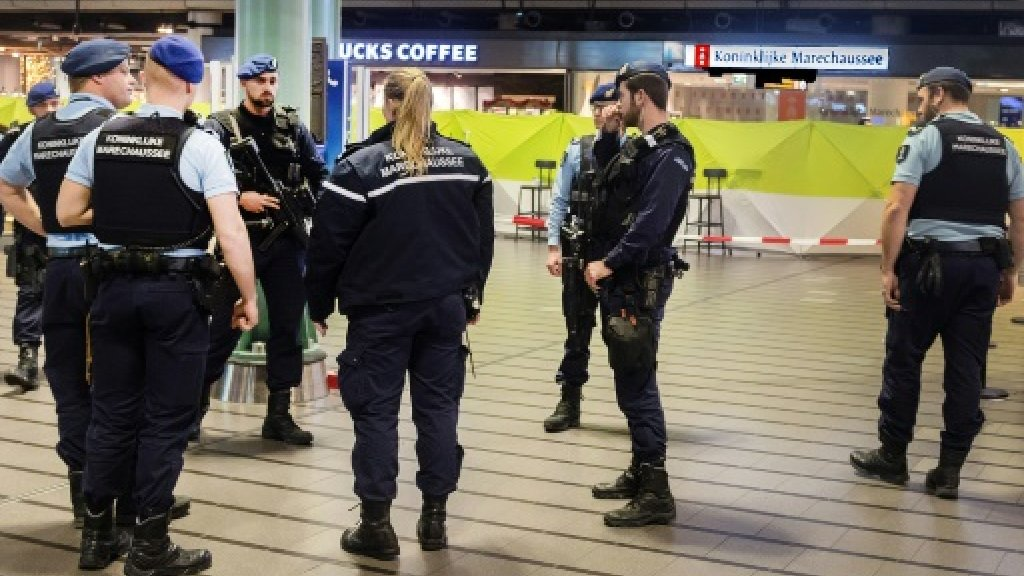 Dutch arrest four for 'terrorism': prosecutors