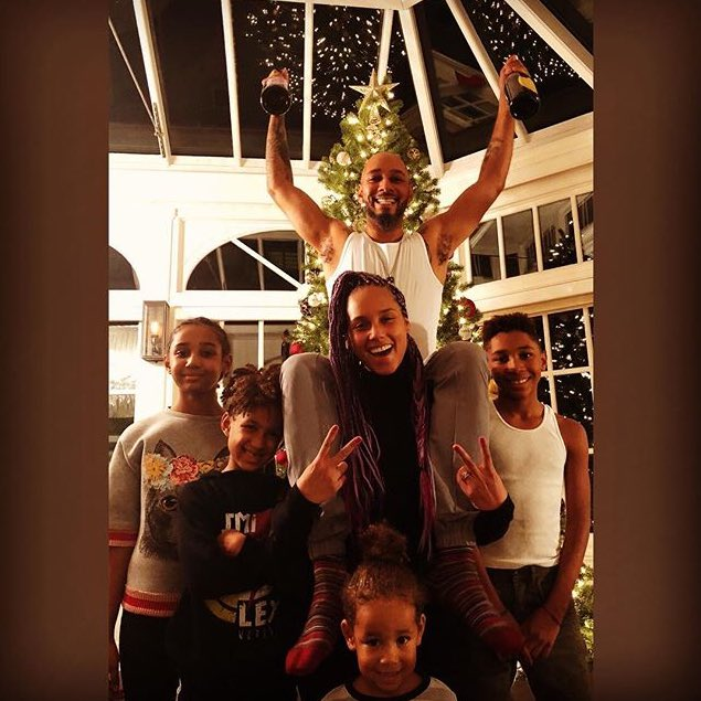 #familylove #funtimes #love #blessings #onlythingthatmatters #happyholidays https://t.co/yT0TiYVtxW