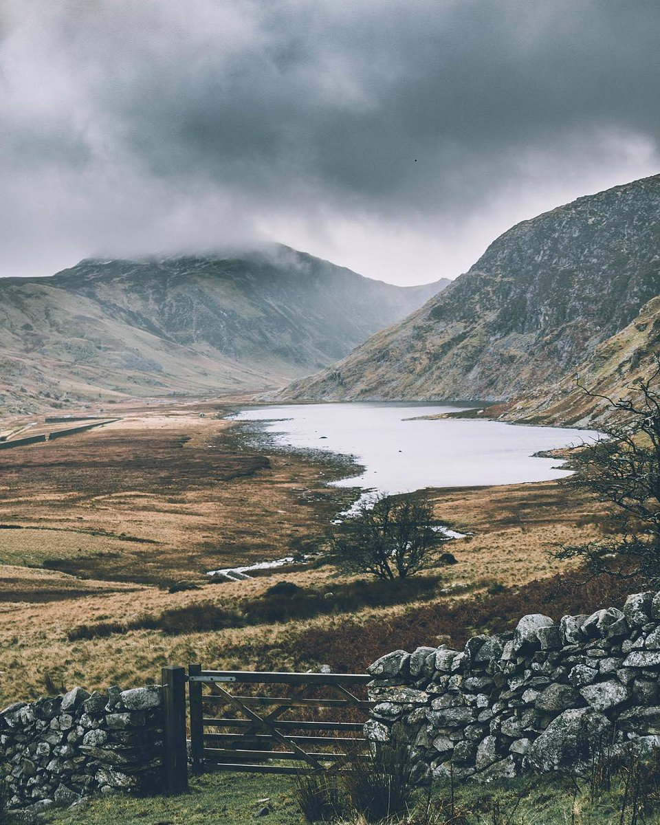 RT @visitwales: ⛰ A winters view over looking Llyn Eigiau by David Wilson https://t.co/Z2jWQ8H7wH https://t.co/U1PyJFbmG6