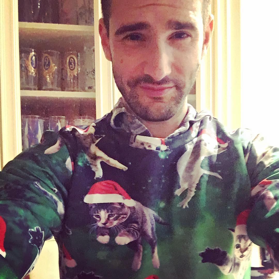 I'm a catman Ski-bi dibby dib yo da dub dub yo da dub dub #happyholidays #uglysweater https://t.co/YZIdJAwTGG