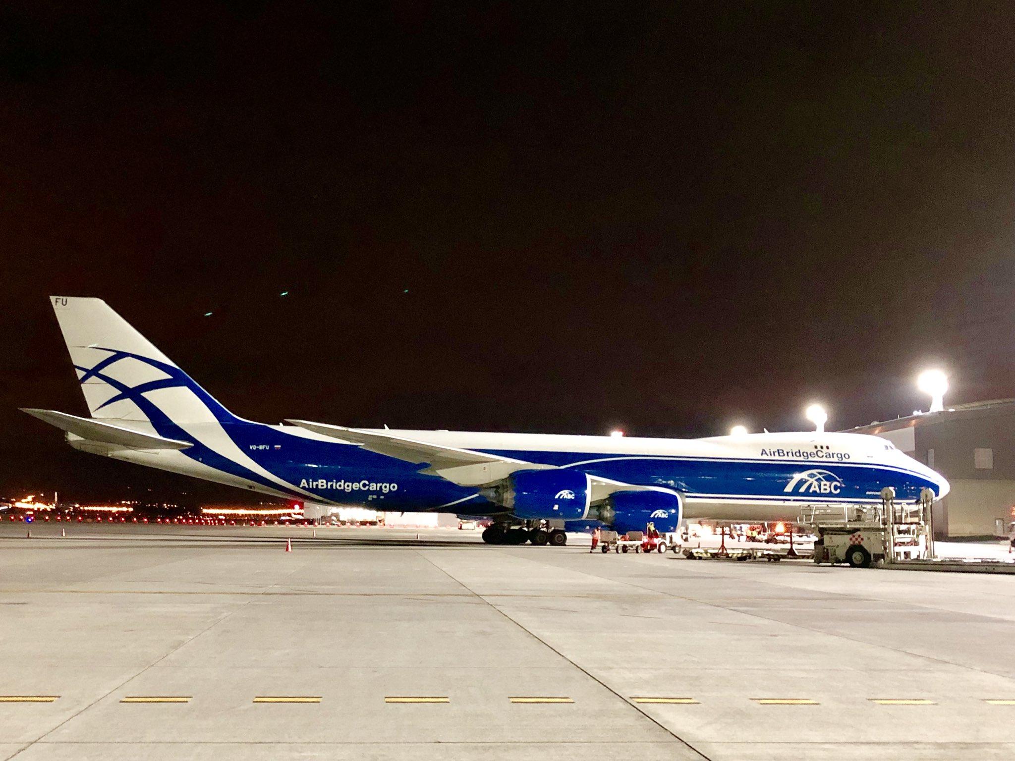 El lindo #B748F de #AirBrigeCargo ayer en el @AeropuertoUIO @n_larenas @EcuAvPhoto @JuankVillagomez @avgeekofficial @AviacionGYE @AvEcuadorRT @andrelarenasf @Diogo_NMS @iccparla https://t.co/NrWvFNULG8
