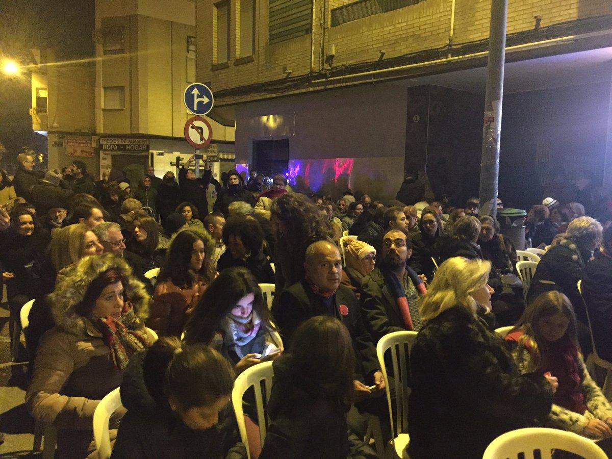 RT @SoterramientoMu: Impresionante los vecinos en #MisaDeGallo en #ALasvias #FelizNavidad !!! https://t.co/bEszNxt57h