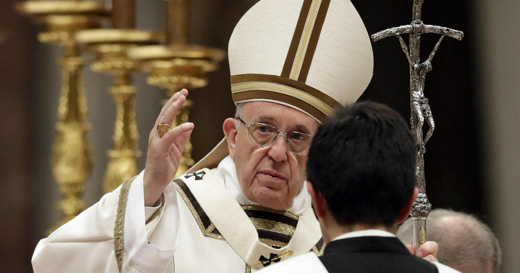 Pope Francis defends immigrants at Christmas Eve Mass