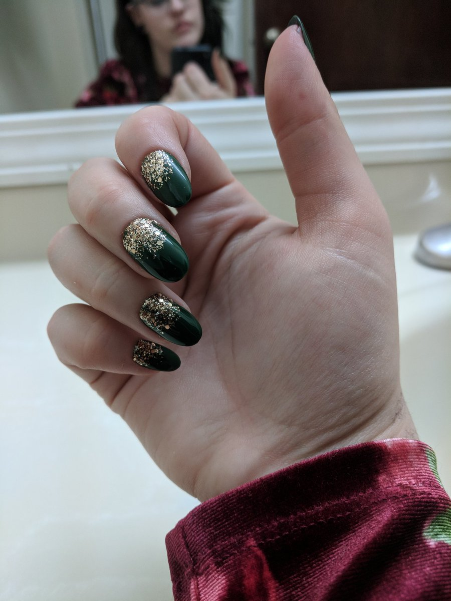 Officially hooked on fake nails 🎄🎄 tpjNRmIlnf
